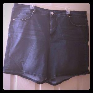 Melissa McCarthy Bermuda Shorts